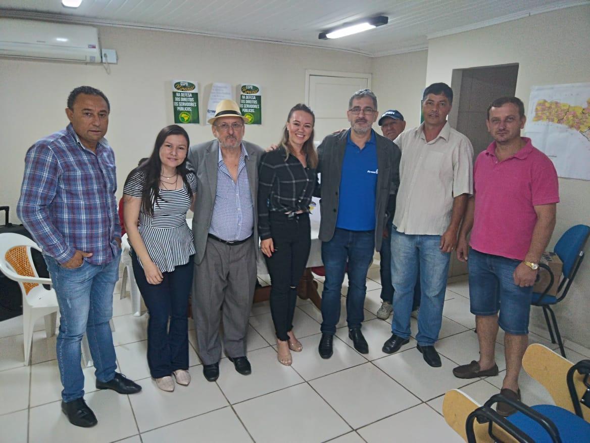 Representantes de Rio Negrinho com parte da diretoria eleita