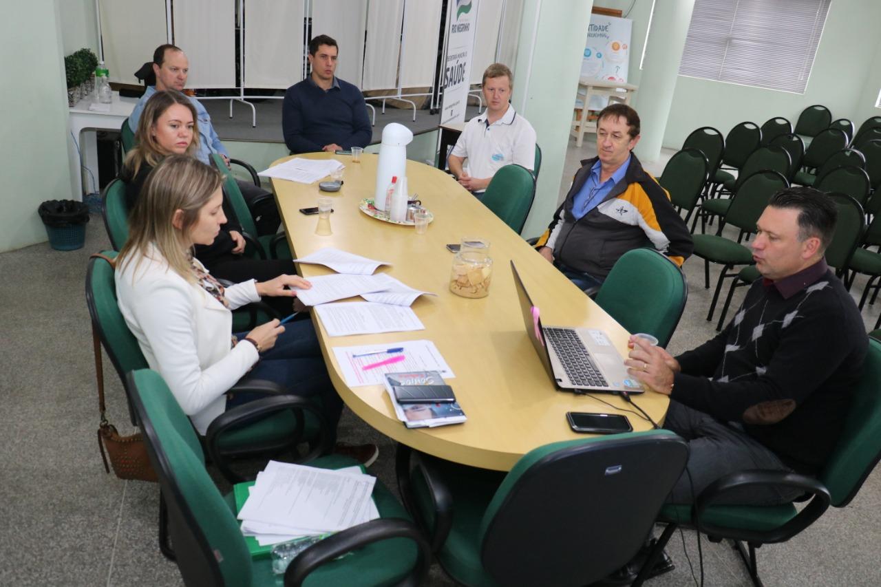 Equipe reunida para tratar das alterações no estatuto